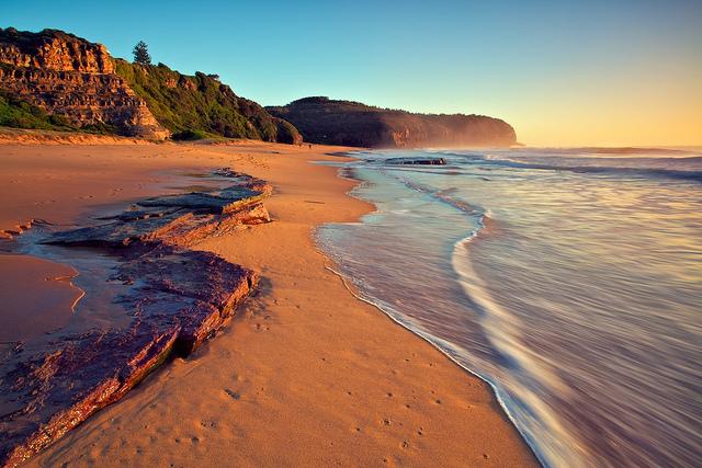 世界はこんなにカラフルなのだ。世界を彩る珍しいビーチ5選