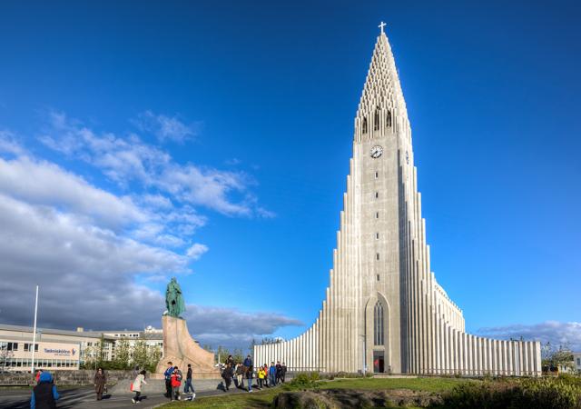 何これ!?北欧の国・アイスランドに佇むナゾの巨大建造物