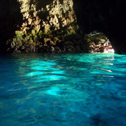 もうイタリアまで行かなくてもいい!?  世界に誇れる沖縄の青の洞窟!