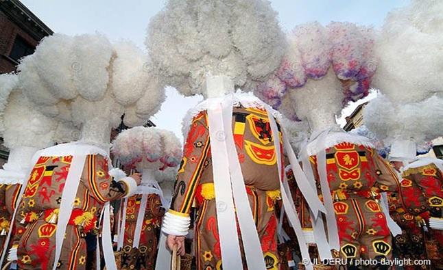 http://amicalecyclistebinchoise.skyrock.com/3141866780-Carnaval-de-Binche-2013.html