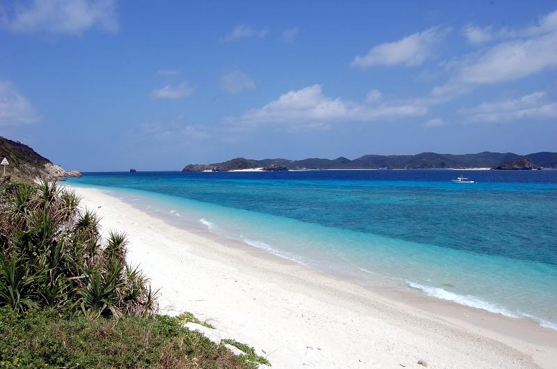 http://www2.vill.zamami.okinawa.jp/enjoy/beach-nishibama.JPG