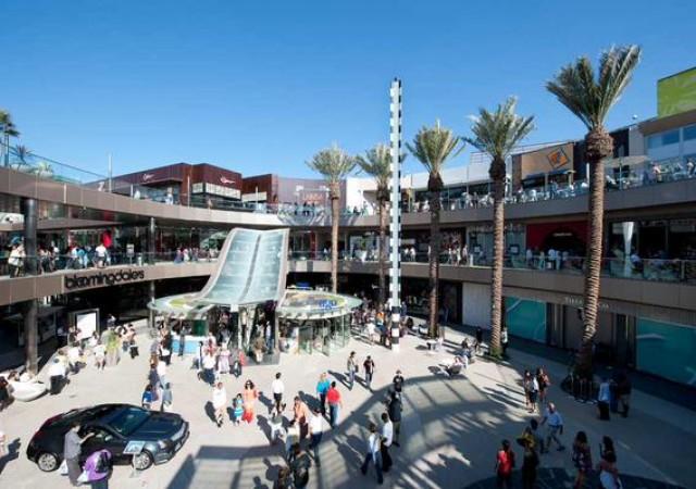 ロサンゼルス人気巨大ショッピングモールをご紹介!!