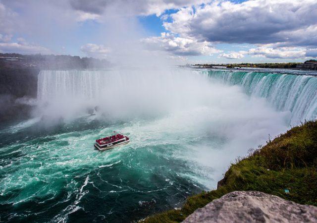 カナダの名スポット・ダイナミックな景色が魅力的なナイアガラの滝!