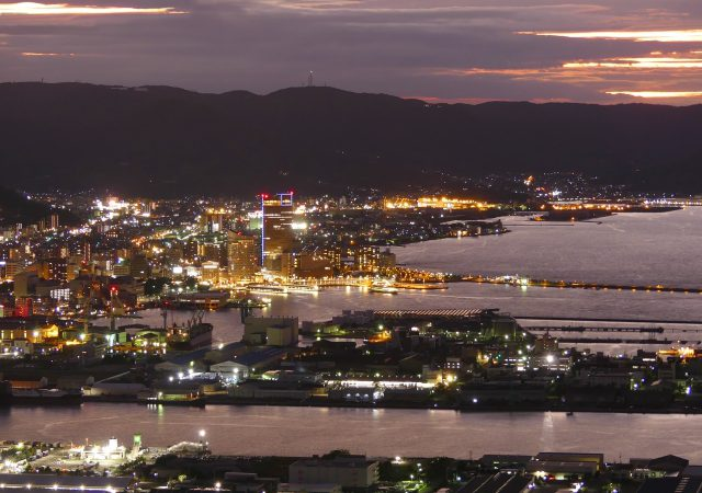 四国の特産物から絶景まで!歩いて行ける高松駅周辺の観光地