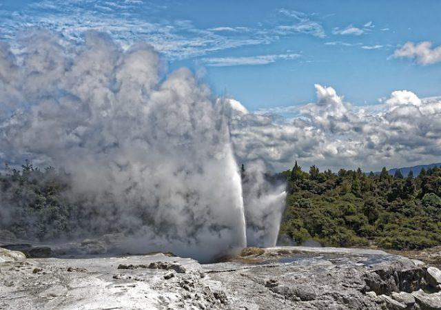 自然あふれる温泉地!ロトルアのおすすめ観光スポット